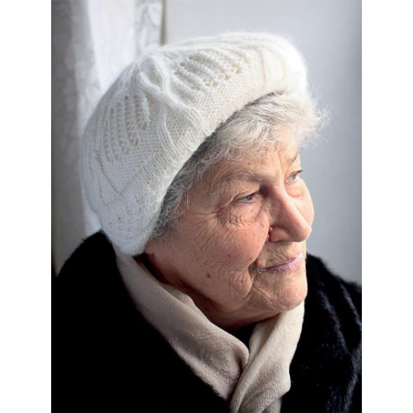 Женская вязаная шапочка